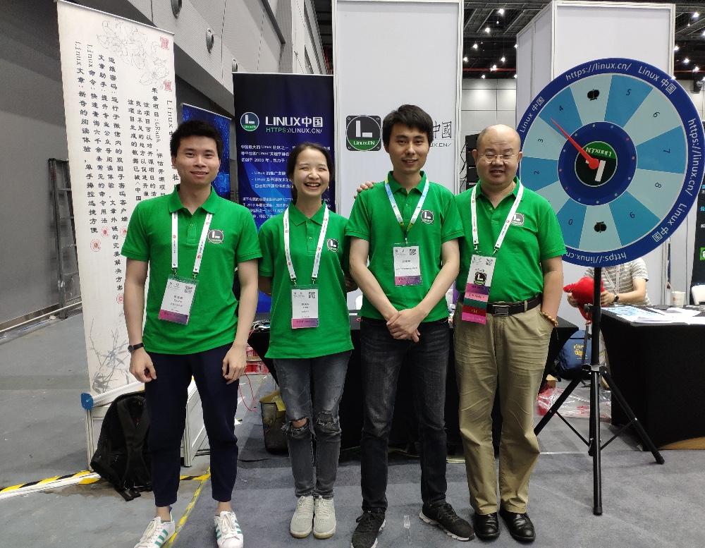 Linux 中国的展台 ,感谢我们的社区志愿者!