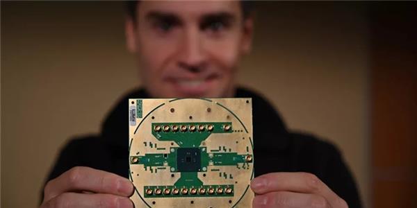 英特尔发布Horse Ridge芯片:22nm工艺 能够控制多个量子位