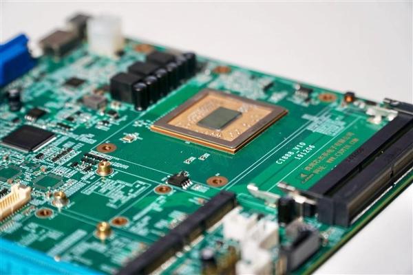 性能媲美七代酷睿i5!兆芯开先KX-U6780A x86处理器零售开卖