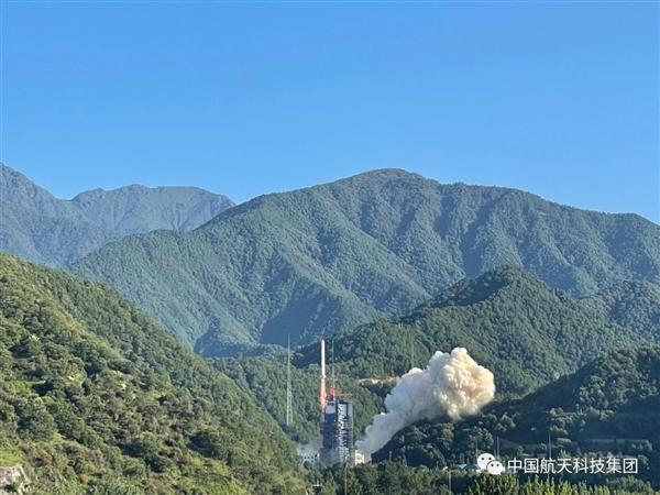 中国第一次:火箭整流罩带伞降落